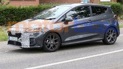 Nuova Ford Fiesta 2022, foto spia della mild hybrid. Quando esce
