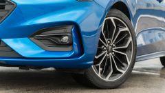 Ford Focus 1.0 EcoBoost Hybrid ST Line X, dettaglio del fascione anteriore