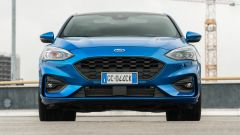 Ford Focus 1.0 EcoBoost Hybrid ST Line X, il frontale