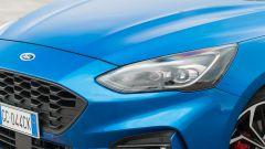 Ford Focus 1.0 EcoBoost Hybrid ST Line X, il gruppo ottico anteriore