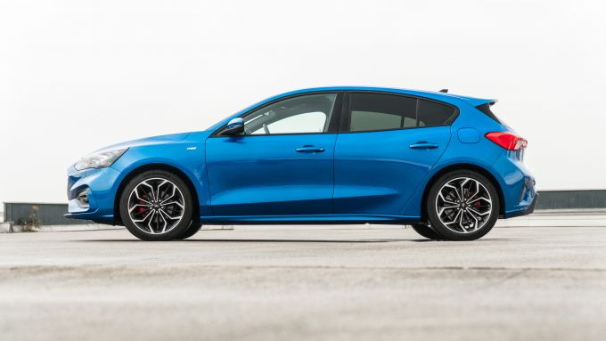 Ford Focus 1.0 EcoBoost Hybrid ST Line X, vista laterale