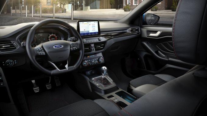 Ford Focus EcoBoost Hybrid: gli interni
