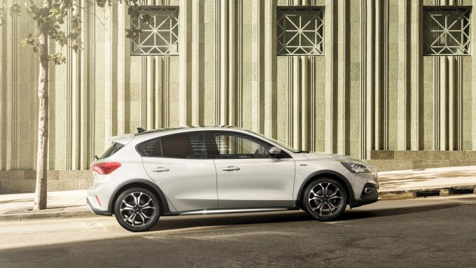Ford Focus EcoBoost Hybrid: vista laterale