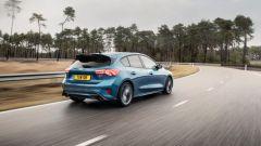 Ford Focus RS 2021: una immagine dinamica posteriore della Focus ST già in vendita