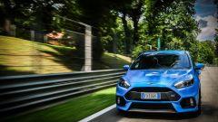 Ford Focus RS: il frontale si caratterizza per la griglia modificata