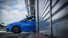 Ford Focus RS: in pista con 350 cv (e uno strano ospite) - Immagine: 3