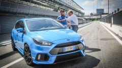 Ford Focus RS: in pista con 350 cv (e uno strano ospite) - Immagine: 7