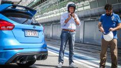 Ford Focus RS: in pista con 350 cv (e uno strano ospite) - Immagine: 15