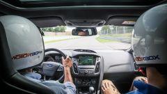 Ford Focus RS: in pista con 350 cv (e uno strano ospite) - Immagine: 21