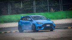 Ford Focus RS: in pista con 350 cv (e uno strano ospite) - Immagine: 27