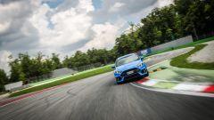 Ford Focus RS: in pista con 350 cv (e uno strano ospite) - Immagine: 37
