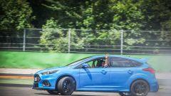 Ford Focus RS: in pista con 350 cv (e uno strano ospite) - Immagine: 45