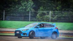Ford Focus RS: in pista con 350 cv (e uno strano ospite) - Immagine: 46