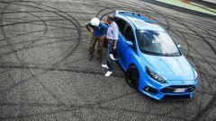 Ford Focus RS: in pista con 350 cv (e uno strano ospite) - Immagine: 53