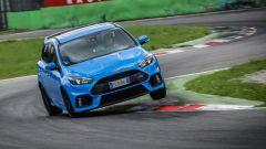 Ford Focus RS: l'assetto non è mai troppo rigido, anche in modalità Pista
