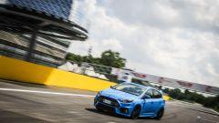 Ford Focus RS: ottimo l'assetto che rende l'auto incollata a terra