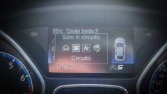 Ford Focus RS: per selezionare le modalità di guida bisogna premere un pulsante sul tunnel centrale