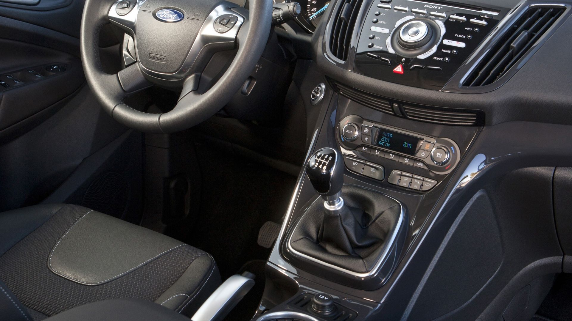 Immagine 24: Ford Kuga 2013