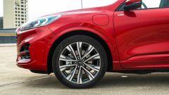Ford Kuga 2020 Plug-In Hybrid ST-Line X: dettaglio della ruota anteriore