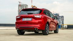 Ford Kuga 2020 Plug-In Hybrid ST-Line X: vista 3/4 posteriore