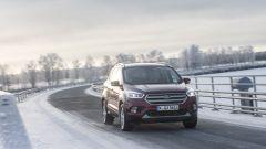 Ford Kuga: il frontale adotta ora una nuova griglia e gruppi ottici ridisegnati