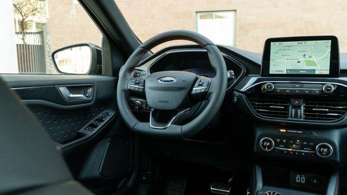 Ford Kuga smartworking: il ponte di comando del SUV