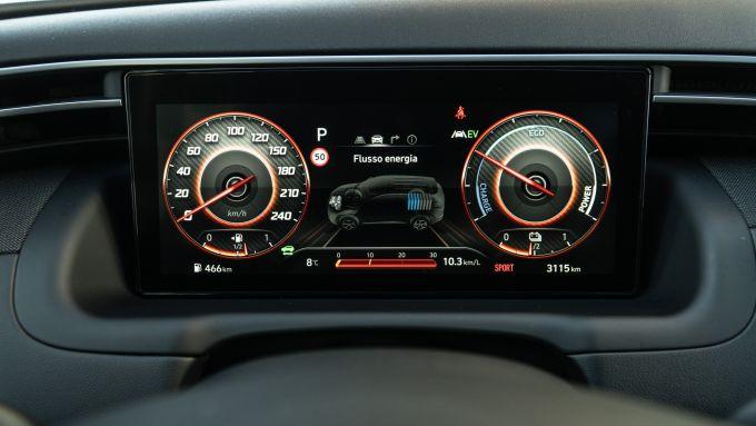 Ford Kuga vs Hyundai Tucson: il quadro strumenti digitale da 10,25'' della Tucson