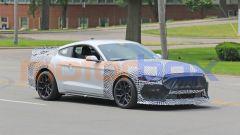 Ford Mustang Mach 1: le camuffature interessano soprattutto griglia frontale e fendinebbia