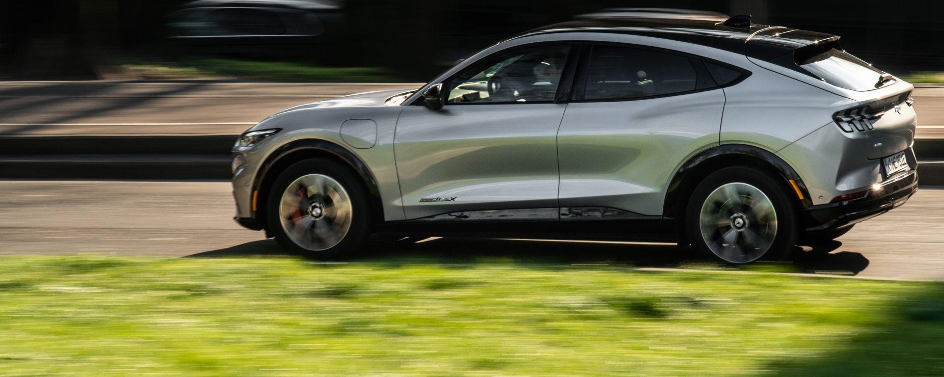 Ford Mustang Mach-e: aggiornamenti OTA per il SUV americano