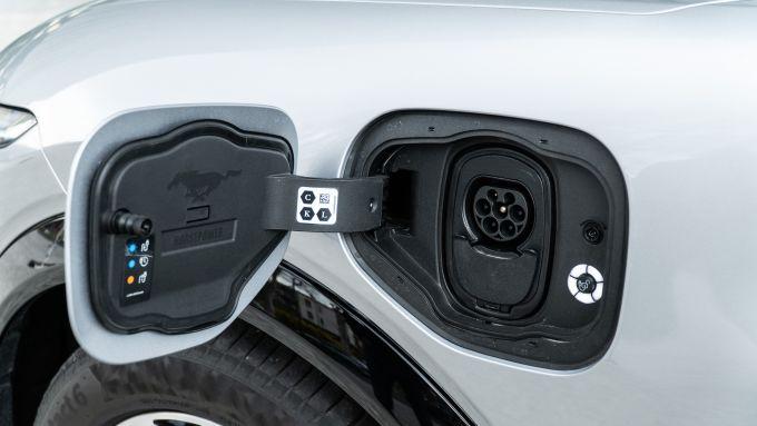 Ford Mustang Mach-e: lo slot di ricarica