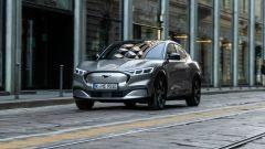 Ford Mustang Mach-e sfida la città