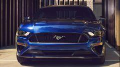 Ford Mustang restyling: il frontale con il nuovo disegno delle prese d'aria