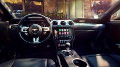 Ford Mustang restyling: lo stile dell'abitacolo non cambia. C'è invece molta più tecnologia