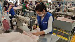 Ford: nelle linee di produzione ora ci sono maschere, camici, visiere e ventilatori