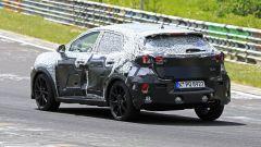 Ford Puma ST: foto spia del prototipo al Nurburgring, vista 3/4 posteriore