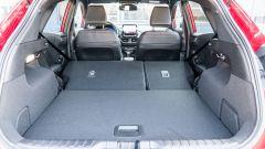 Ford Puma ST Line X: il bagagliaio con sedili posteriori reclinati