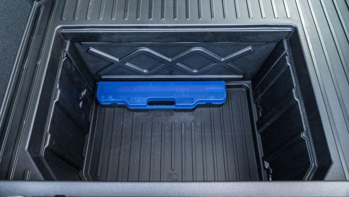 Ford Puma ST Line X: il vano MegaBox nel bagagliaio