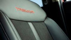 Ford Ranger Tremor: il sedile riporta la denominazione con questa cucitura rossa