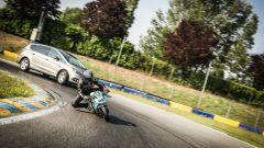 Ford S-Max e minimoto gp: la sfida in pista. Guarda il video - Immagine: 4