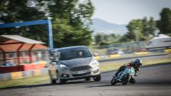 Ford S-Max e minimoto gp: la sfida in pista. Guarda il video - Immagine: 8