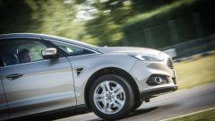 Ford S-Max e minimoto gp: la sfida in pista. Guarda il video - Immagine: 9