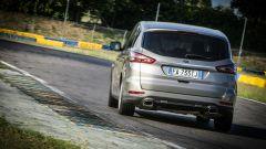 Ford S-Max e minimoto gp: la sfida in pista. Guarda il video - Immagine: 12