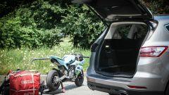 Ford S-Max e minimoto gp: la sfida in pista. Guarda il video - Immagine: 16