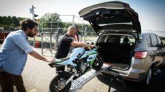 Ford S-Max e minimoto gp: la sfida in pista. Guarda il video - Immagine: 23
