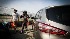 Ford S-Max e minimoto gp: la sfida in pista. Guarda il video - Immagine: 24