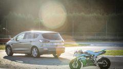 Ford S-Max e minimoto gp: la sfida in pista. Guarda il video - Immagine: 46