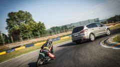 Ford S-Max e minimoto gp: la sfida in pista. Guarda il video - Immagine: 41