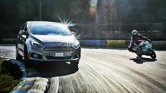 Ford S-Max e minimoto gp: la sfida in pista. Guarda il video - Immagine: 1