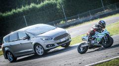 Ford S-Max: la trazione integrale AWD aiuta a uscire più veloce dalle curve