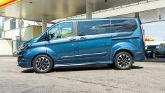 Ford Tourneo Custom Sport, porte laterali scorrevoli